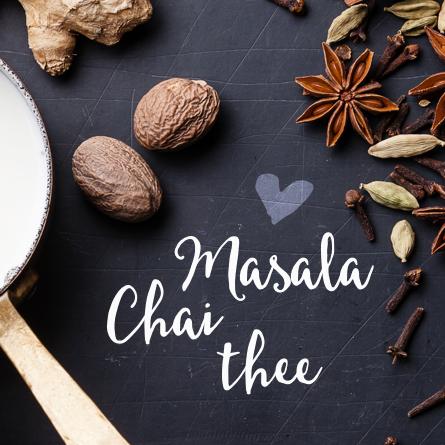Chai is een heerlijk drankje op basis van thee, melk, kruiden en suiker. De perfecte opwarmer bij koude dagen. Ontdek hier hoe je zelf een chai latte maakt!